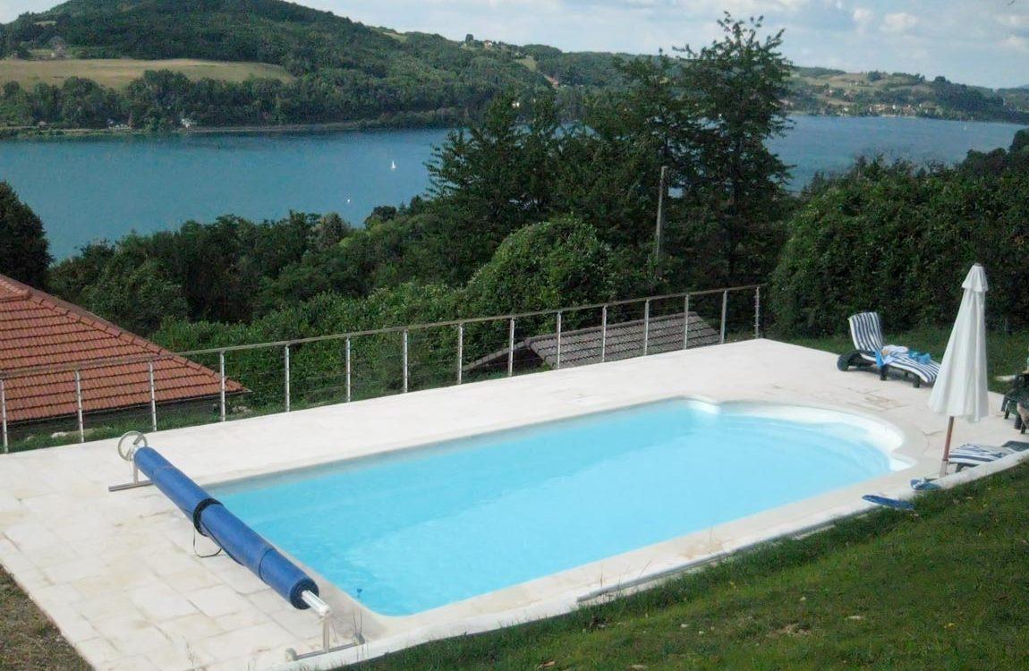 Pose d'une piscine à coque à Bilieu