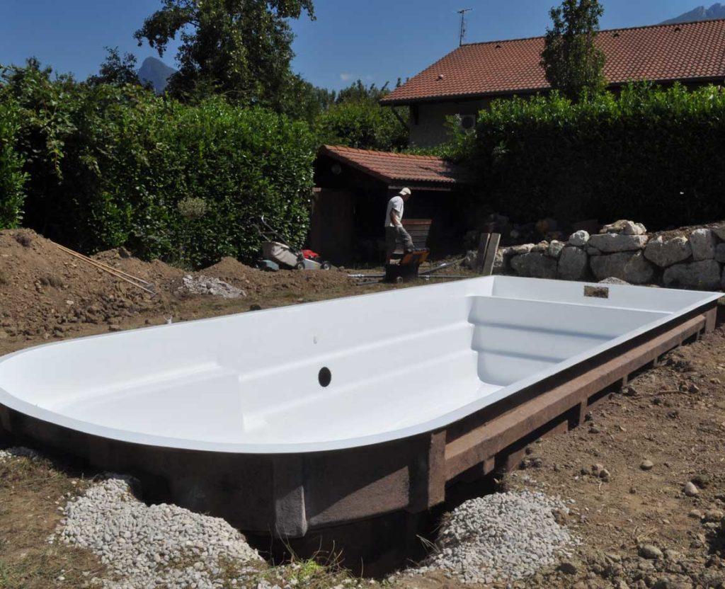 Livraison et pose d'une piscine à coque à Sassenage
