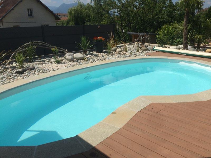 constructeur de piscine coque moderne polyester ou