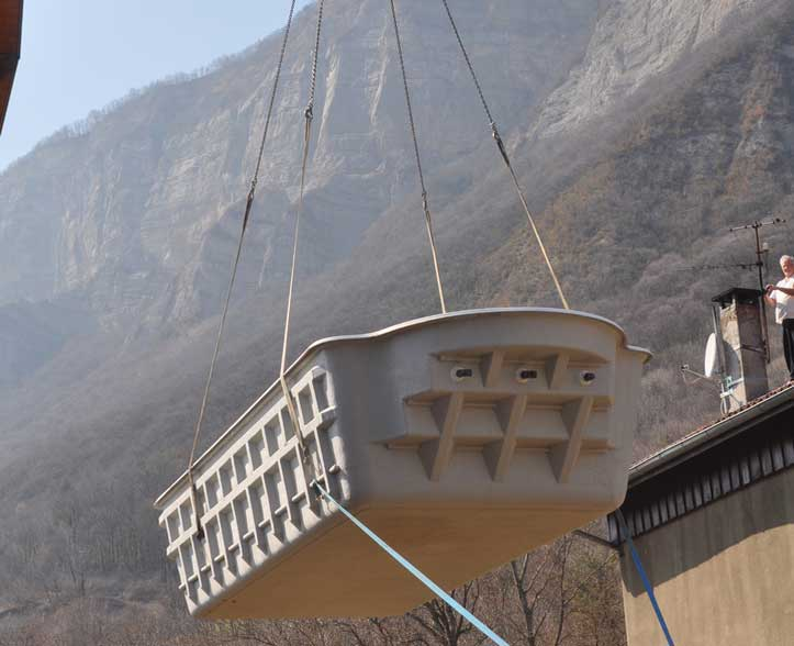 Transport et pose d'une piscine à coque à La Terrasse