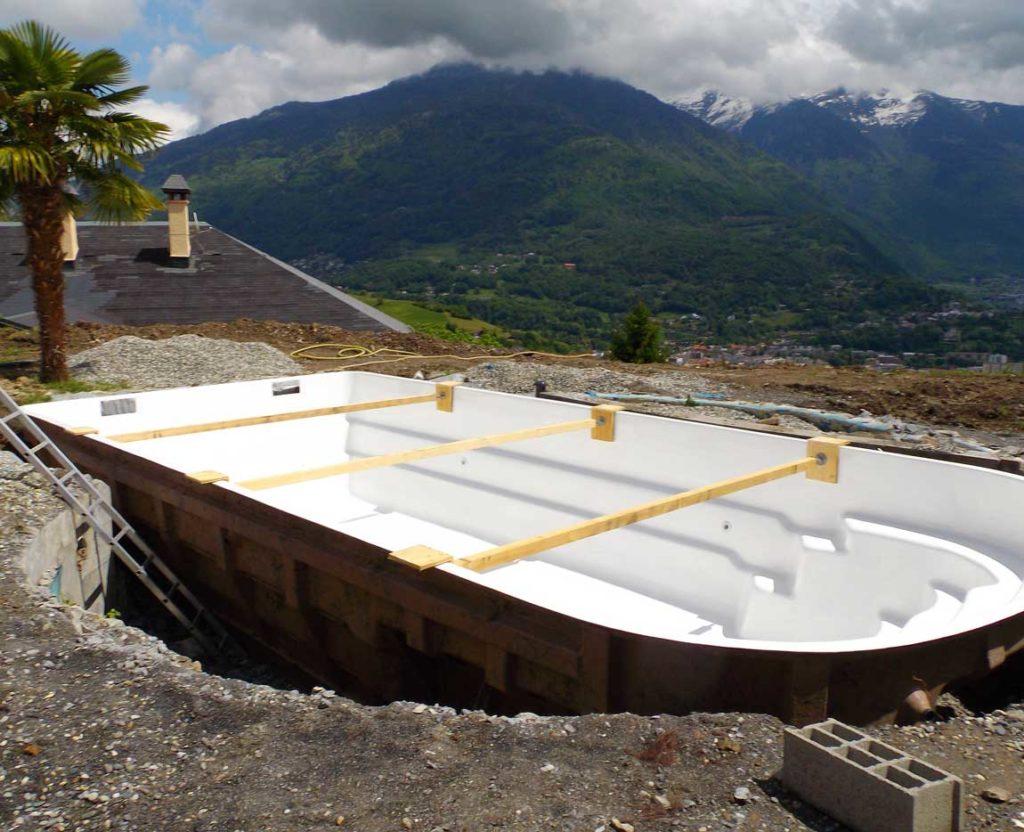 Livraison et pose d'une piscine à coque à Mercury